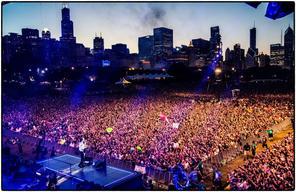 Paul McCartney performing in front of a packed crowd at Lollapalooza 2015 - Photo by MJ Kim