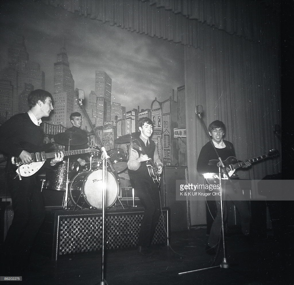 John Lennon, Ringo Starr, Paul McCartney and George Harrison of The Beatles perform live onstage circa December 1962, during their final residency at the Star-Club in Hamburg, Germany - Crédits : K & K Ulf Kruger OHG