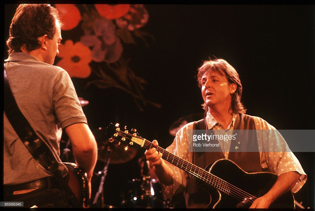 Paul McCartney, (ex Beatles), with Robbie McIntosh (left), Playhouse Theatre, London, 27-7-1989, Press Showcase, Foto Rob Verhorst