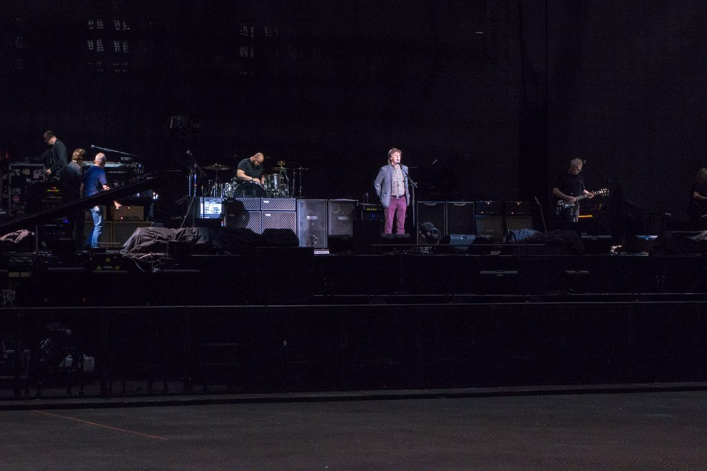 Paul arriving at the soundcheck, and engaging with the audience